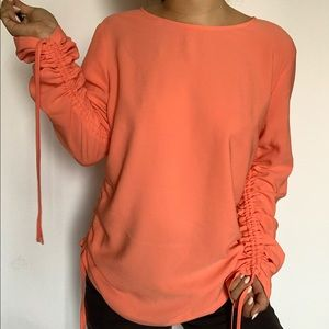 HALOGEN peach ruched long sleeves and sides top